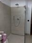 Dusche im Bad mit Fußbodenheizung