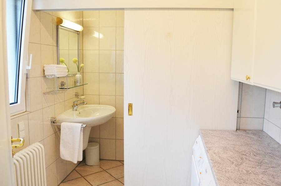 Hauswirtschaftsraum und Gästetoilette