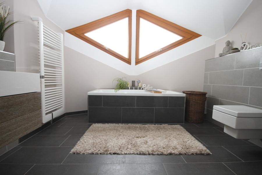 1. OG Badezimmer mit Badewanne