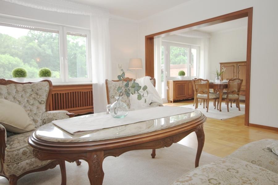 EG Wohnzimmer mit Blick ins Esszimmer