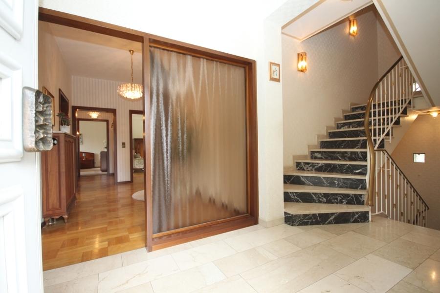 EG Hauseingang und Treppenhaus