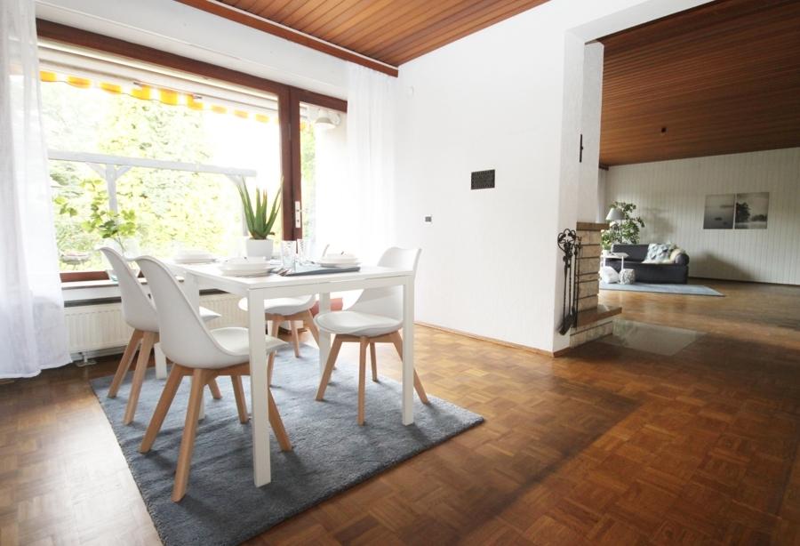 EG Esszimmer mit Blick ins Wohnzimmer