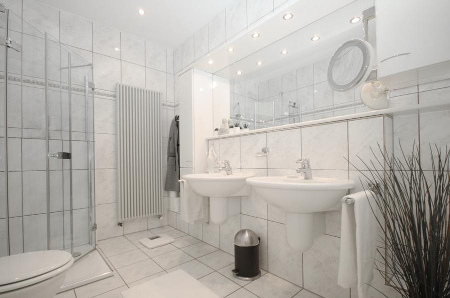 EG Badezimmer mit Dusche