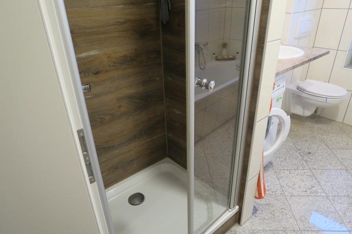 2306-Bad Detail Dusche