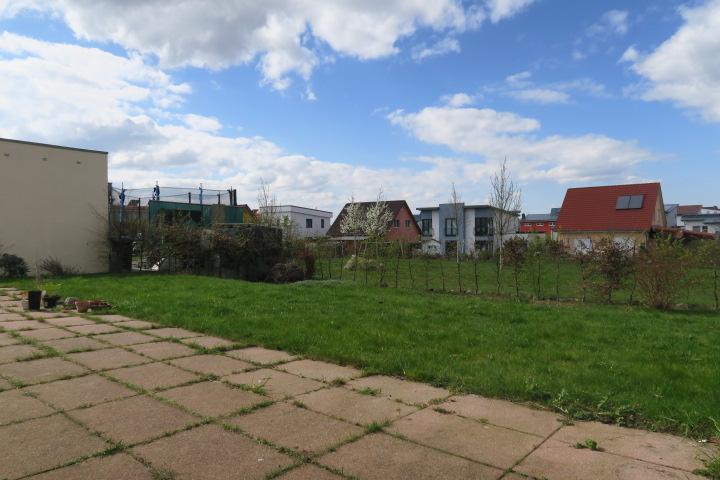 3259-Terrasse und Grünfläche hinten