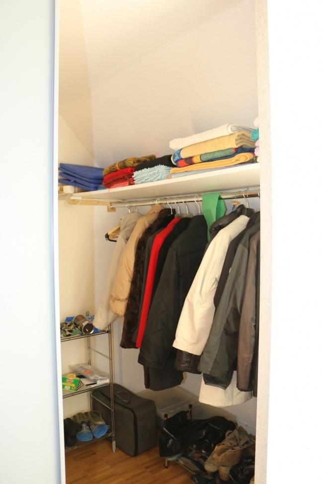 Ein Zimmer mit 3 begehbaren Kleiderschränken