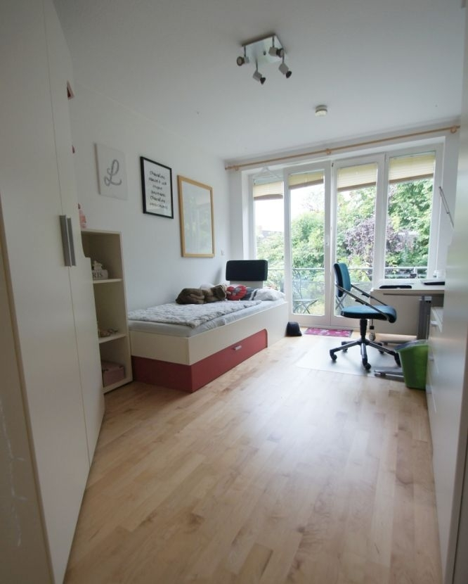 Traumzimmer mit Balkon..png