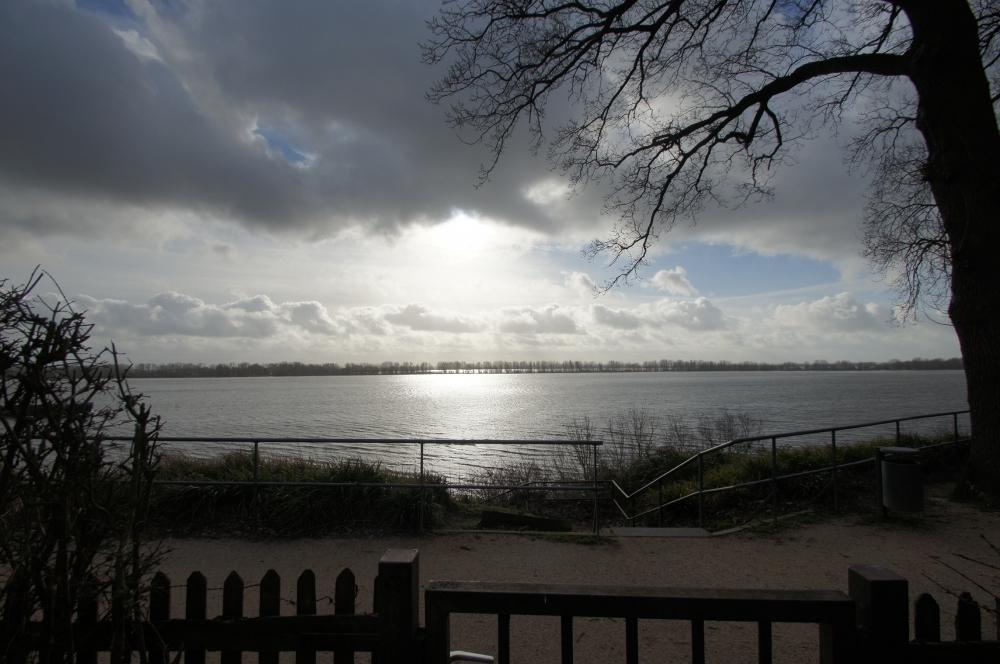 Elbe in anderem Licht