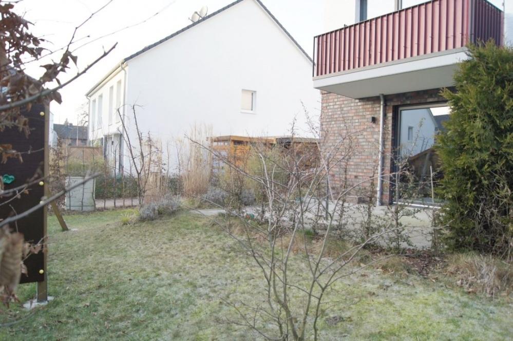 2. Blick Terrasse u. Garten..png