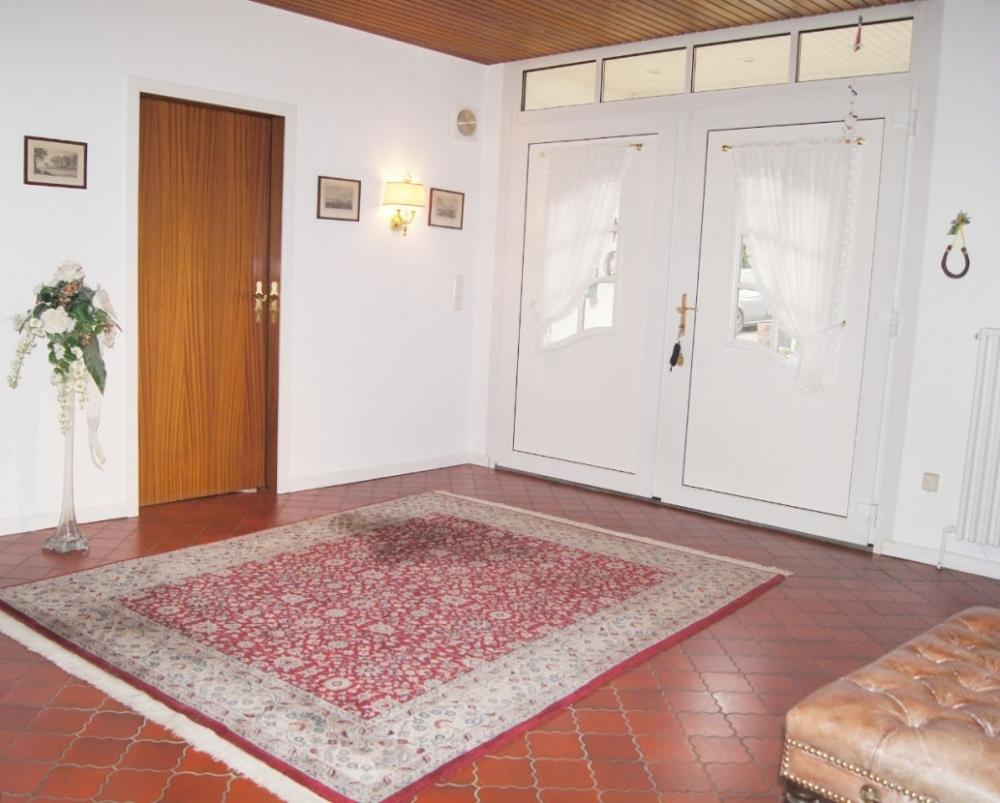 Blick Eingangsdiele zur Tür..png
