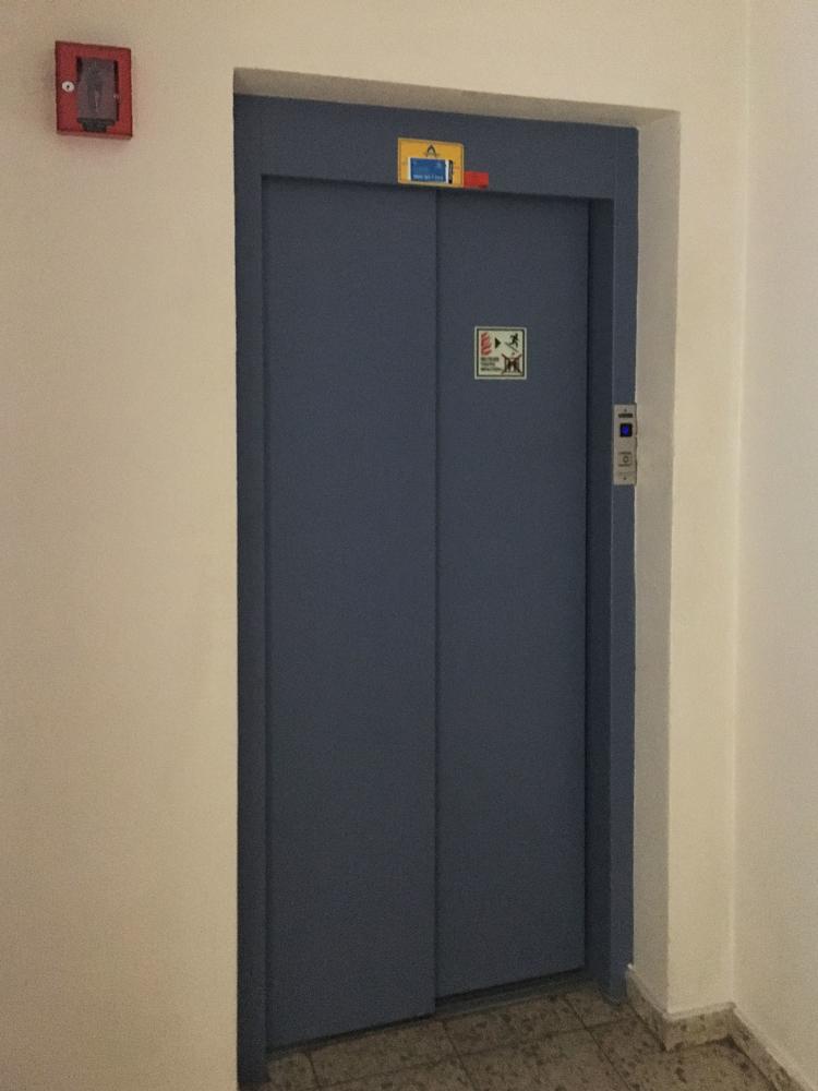 Teilweise mit Fahrstuhl