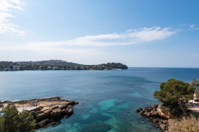 Apartment in first line in Santa Ponsa for sale