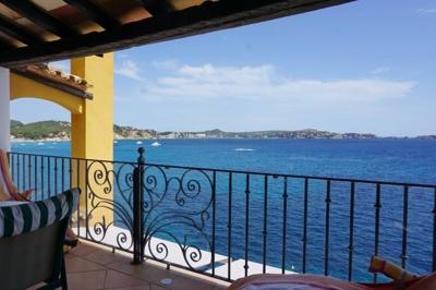 Wohnung in erster Meereslinie in Cala Fornells zu verkaufen