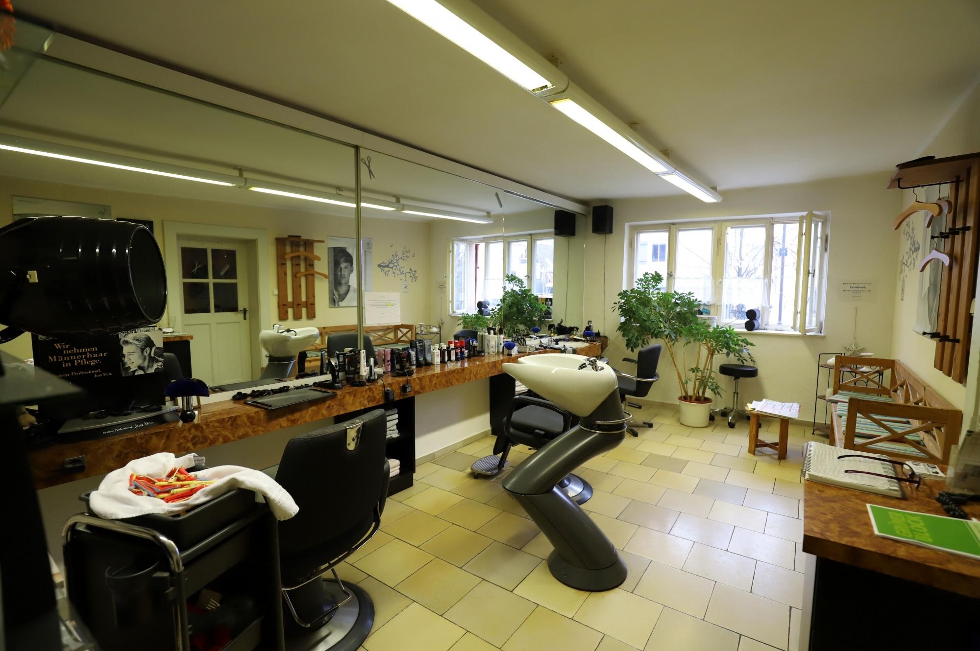 Friseurladen im Erdgeschoss