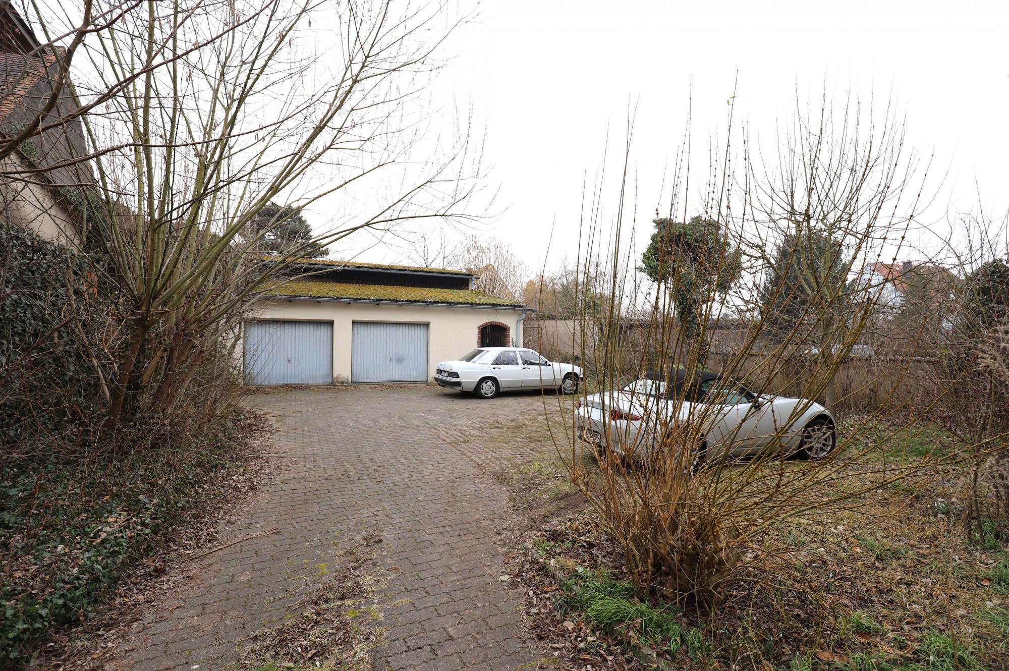 Garagen und Scheune