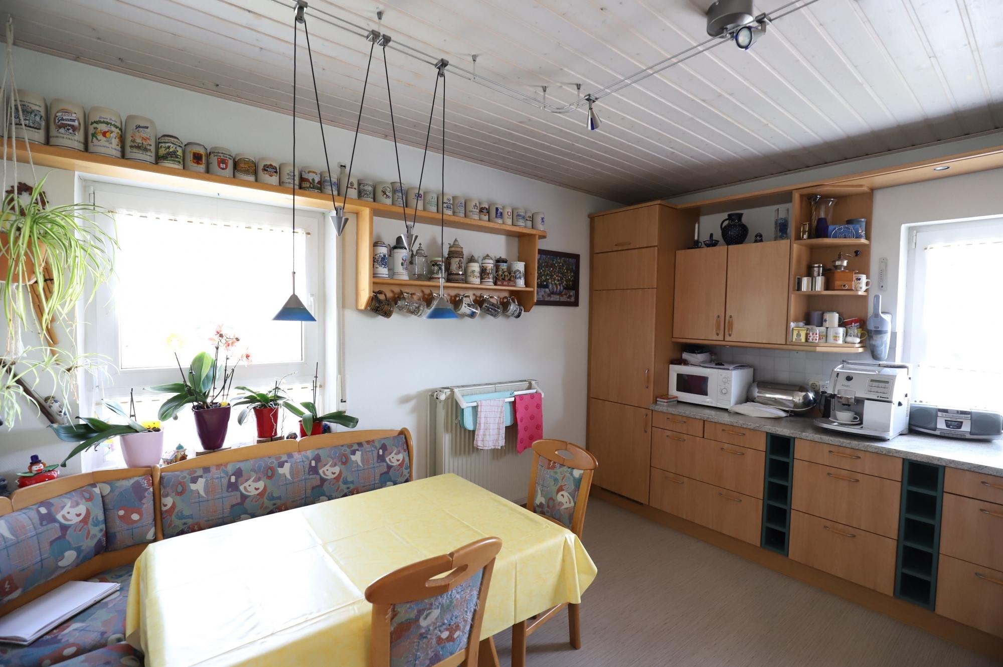 Küche mit Essbereich im OG