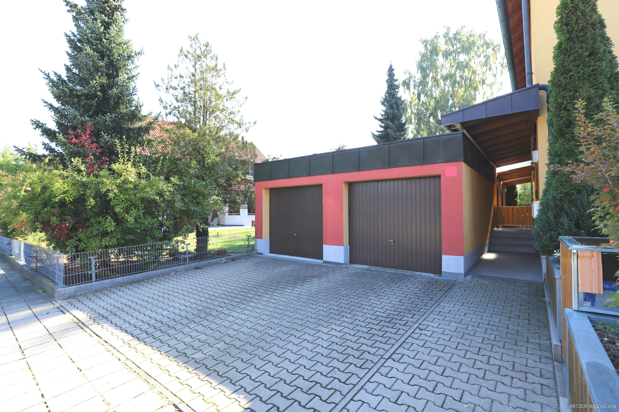 Garage vor dem Haus