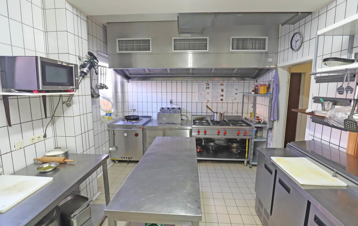 Küche mit Herd