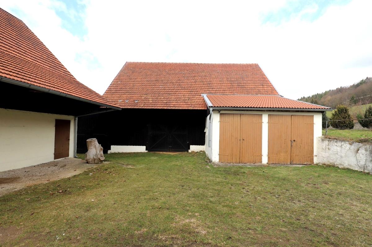 Scheune mit Garagen