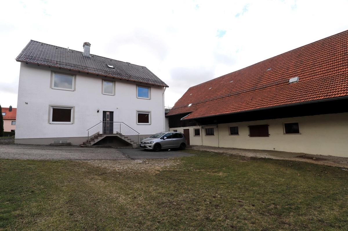 Wohnhaus und Stallgebäude - Hofansicht