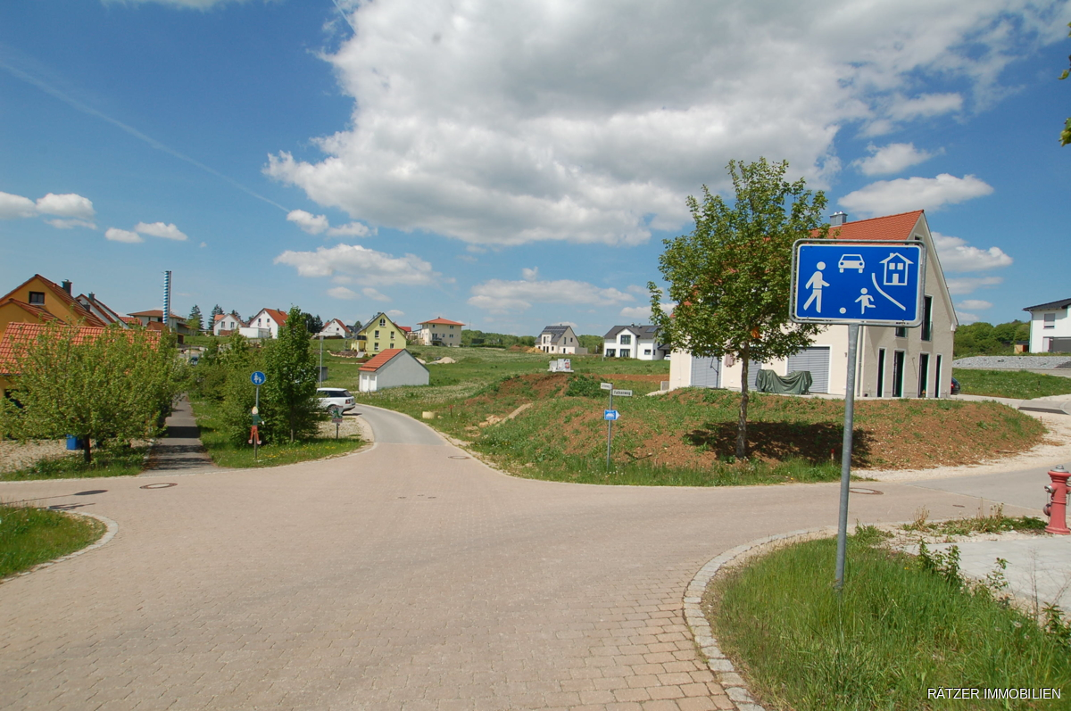 östliche Zufahrt in das Baugebiet - Lerchenweg