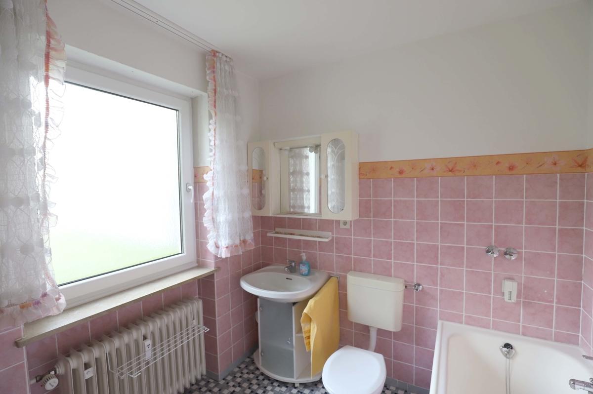 Badezimmer mit Fenster