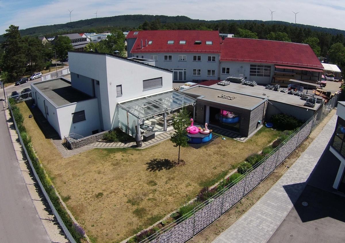 Einfamilienhaus - Büro - Werkhalle - Lagerplatz
