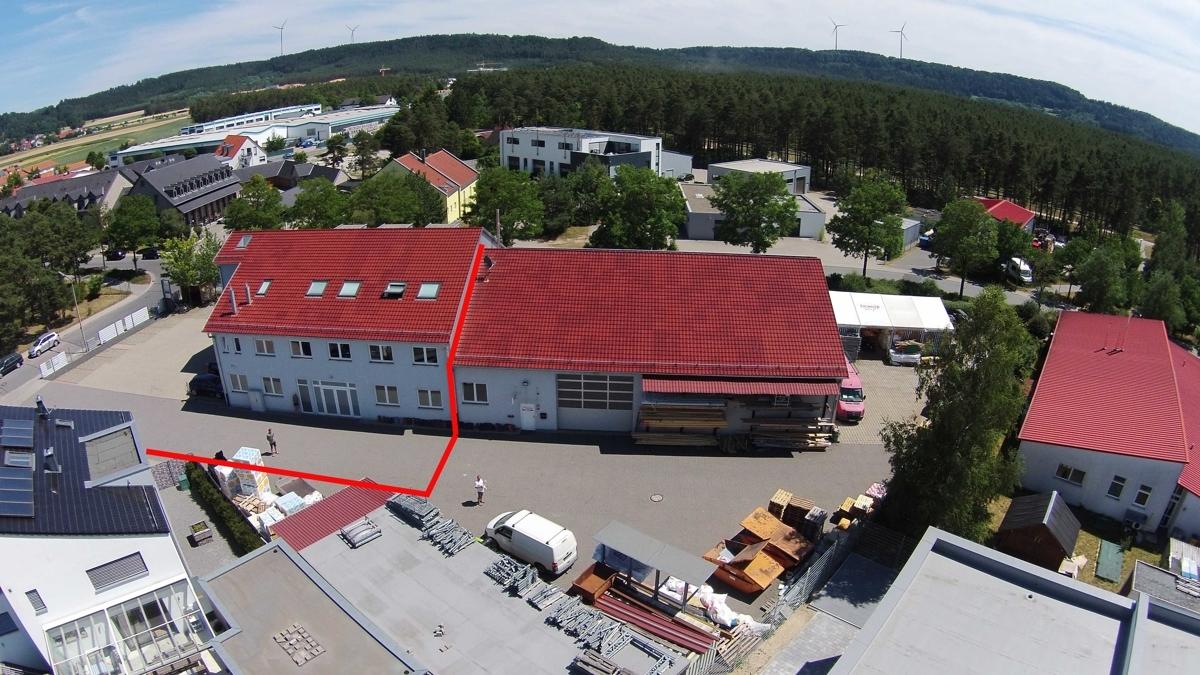 Gewerbe - Werkhalle mit Hoffläche und Lagerplatz