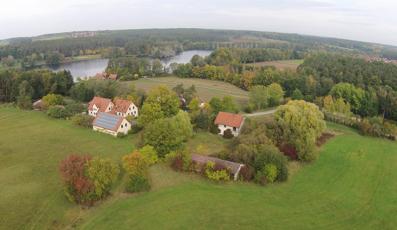 Hofstelle mit Nebengebäuden am Rothsee