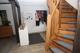 Wohndiele mit massiver Holztreppe