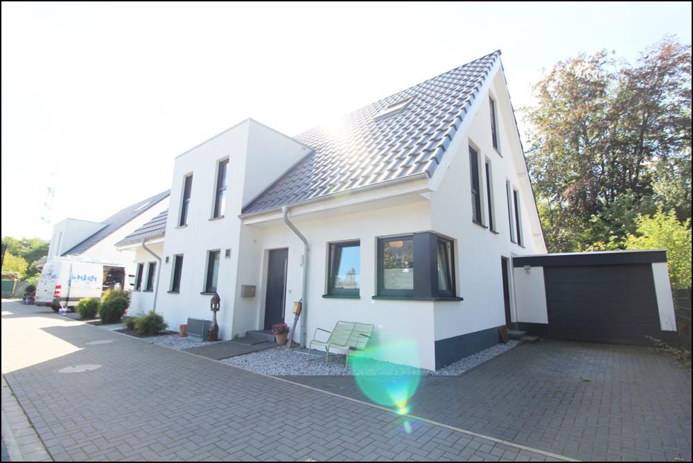 Exklusive Doppelhaushälfte mit Garten und Terrasse in Düsseldorf-Angermund