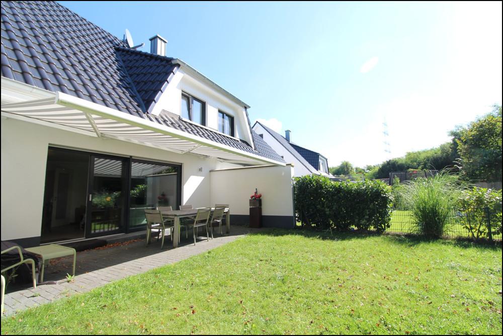 Neuwertige Doppelhaushälfte mit privater Zufahrtsstraße und Süd-West Garten