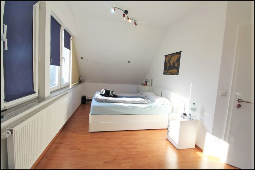 Schlafzimmer (2.OG)