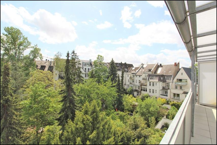 Erstbezug nach Sanierung: Helle 3-Zimmer Wohnung mit Einbauküche in Düsseldorf-Oberkassel