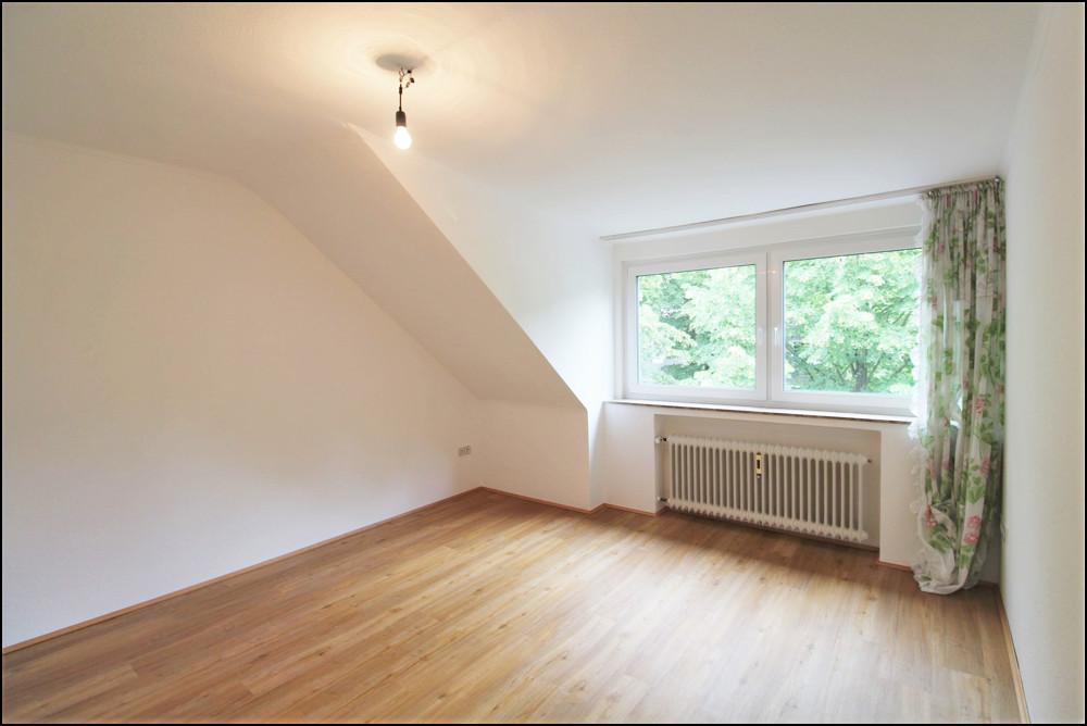 Renovierte 4-Zimmer-Wohnung in ruhiger Lage in Düsseldorf - Rath