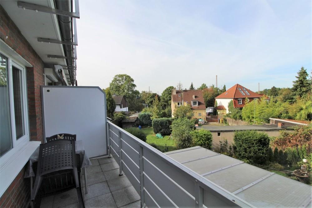 Möbliertes 1-Zimmer-Apartment mit Balkon in ruhiger Lage in Düsseldorf-Rath