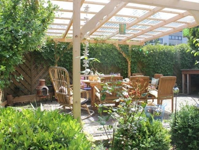 Freisitz im Garten des Hauses
