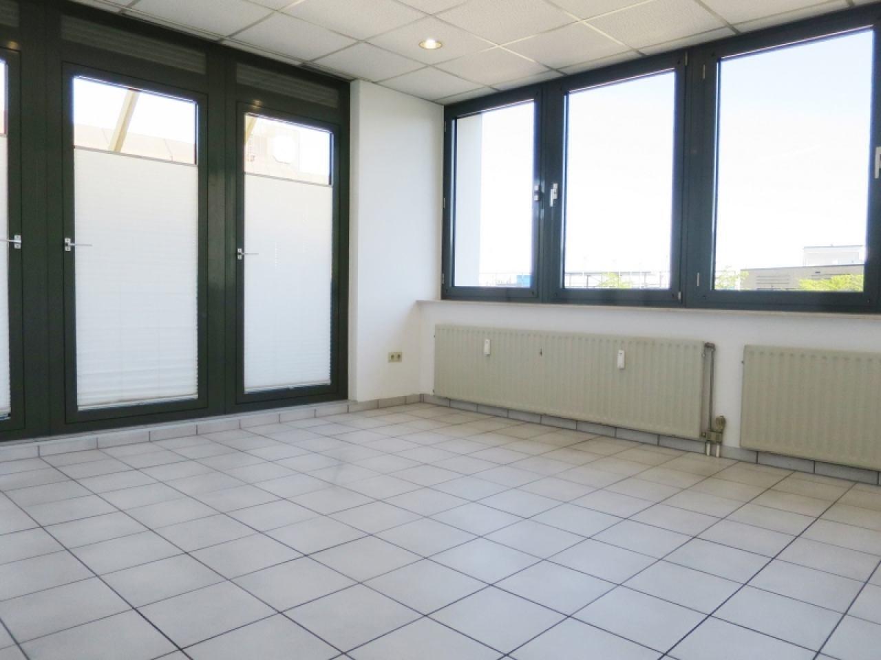 Einzelraum mit Zugang zum Balkon