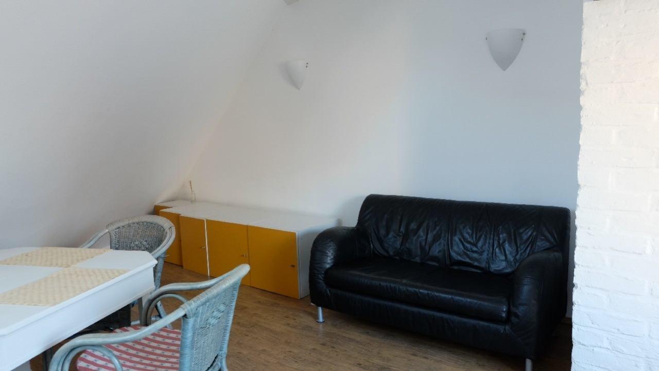 Wohnzimmer , Schreibtisch, neuer TV jetzt.