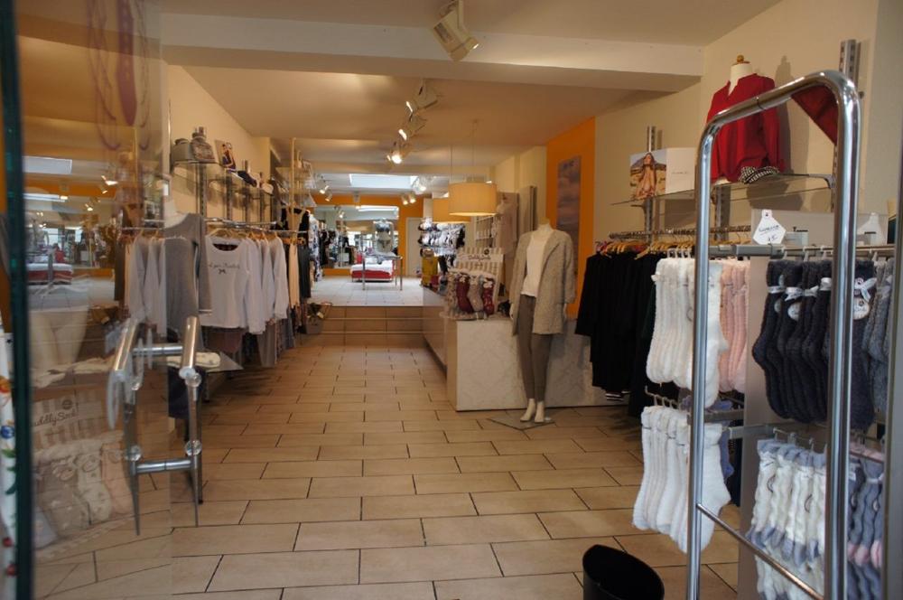 Ladenlokal vom Eingang aus