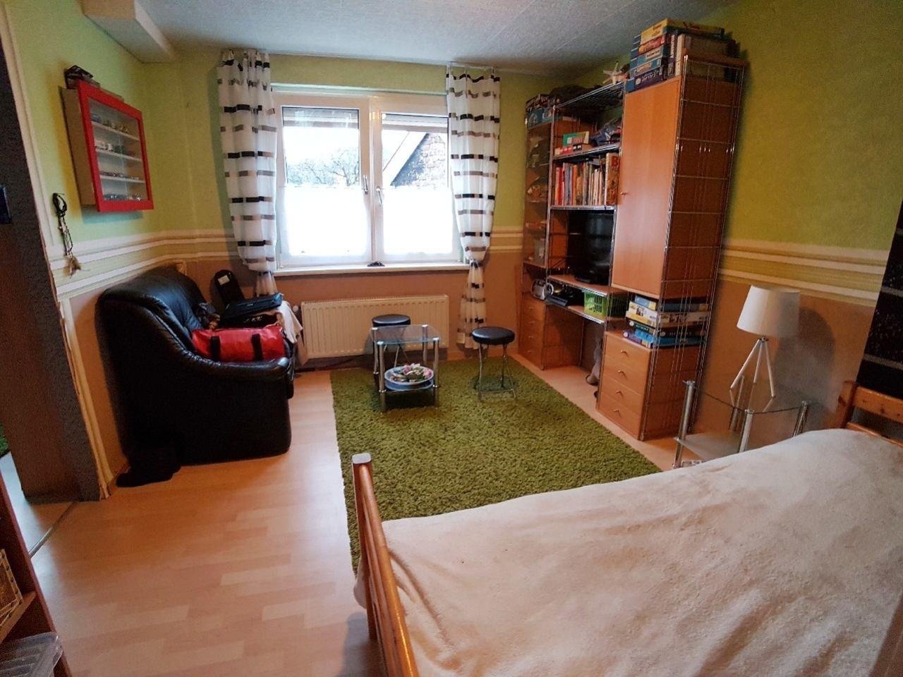 2. Schlafzimmer (Durchgangszimmer) 1.OG