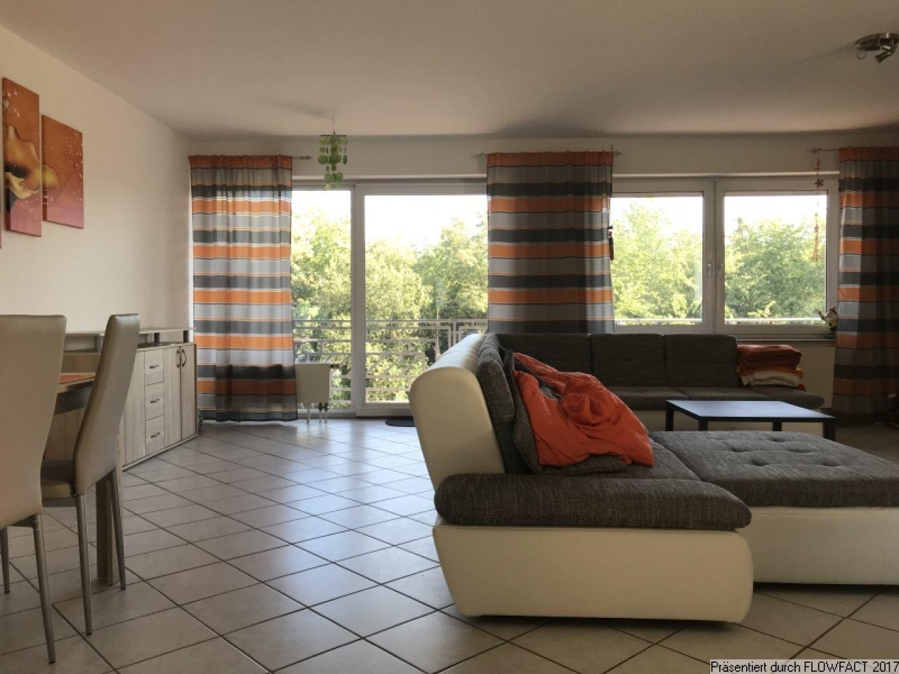 Wohn- & Essbereich mit Balkonzugang