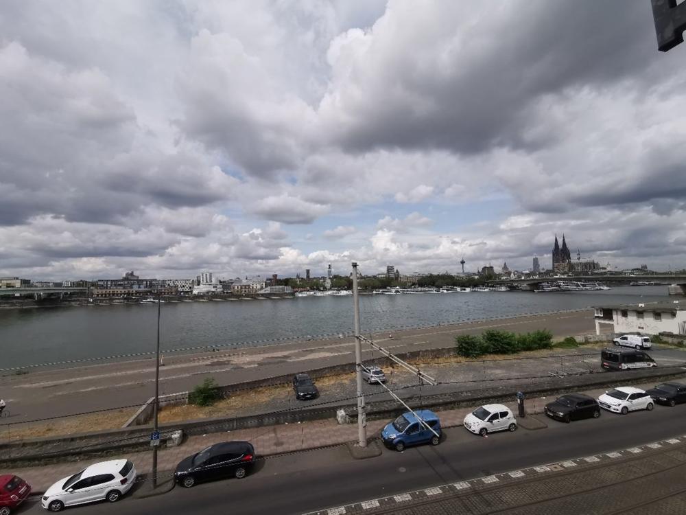 Blick auf den Rhein und Dom