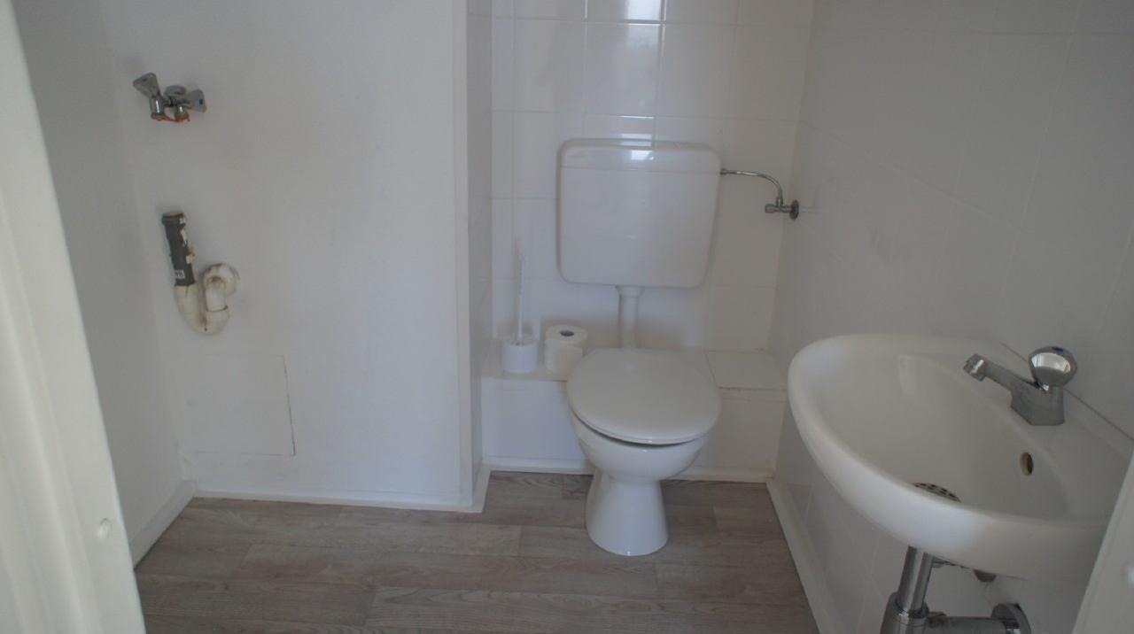 Gäste-WC mit WM Anschluß