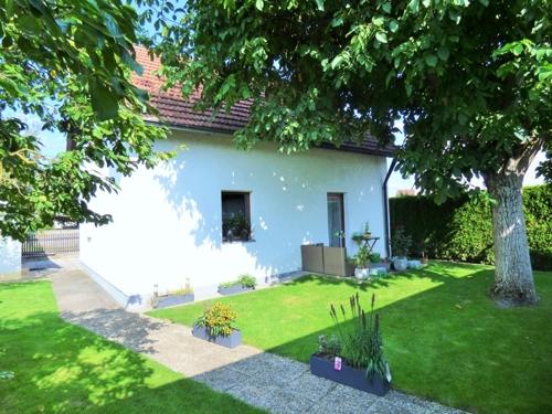 Ihr Haus mit Terrasse & Garten von Süden
