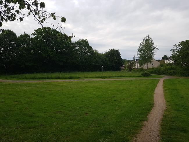 Parkanlage hinter dem Grundstück