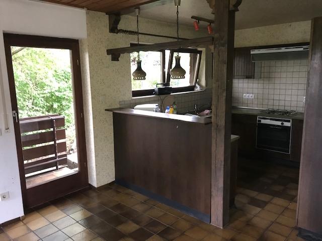 EG: Küche und Ausgang Vorgarten