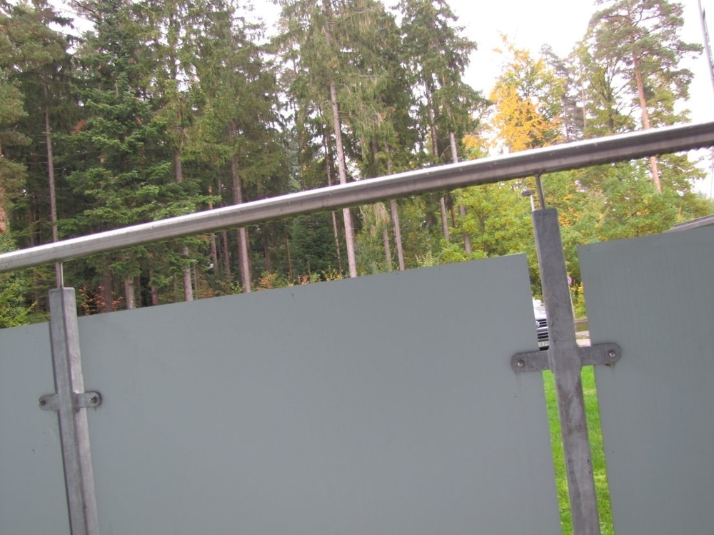 Balkon mit modernem Geländer!.png