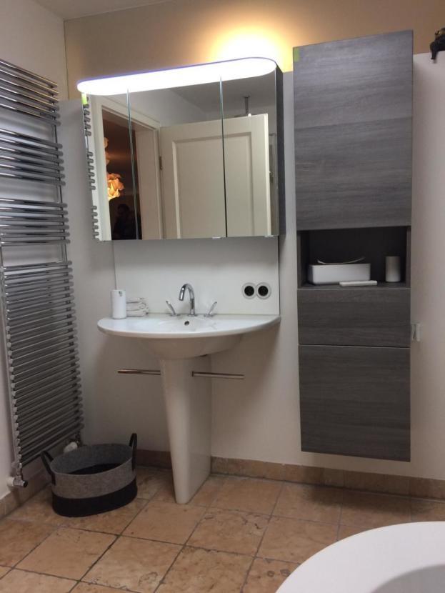 Waschbecken mit Handtuchwärmer.png