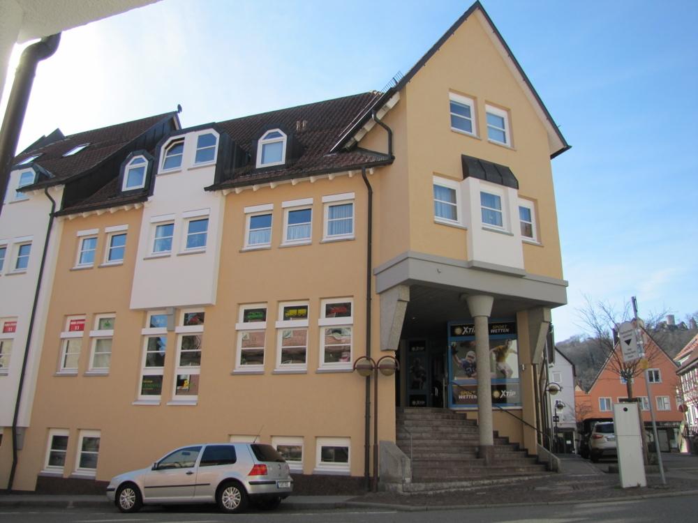 Die Ansicht des Wohn- und Geschäftshauses
